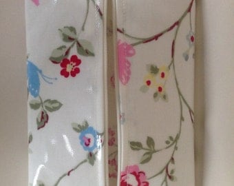 Baby wipes holder case in bird trail oilcloth