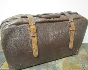 Vintage   Leather Suit Case , Traveling bag , leather luggage , Antique  Luggage,