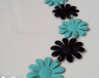 Spring necklace model 2