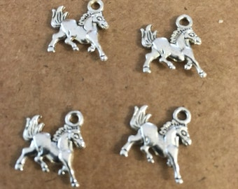 Horse charms (10 pieces)