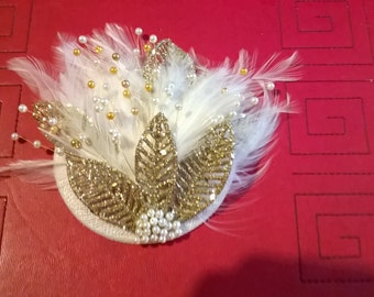 Ivory and gold fascinator
