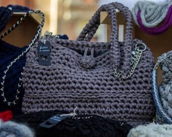 Lined strap bag