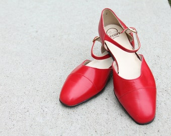 Red Mary Jane Shoes / Flats / Size 7