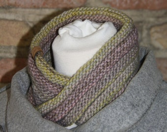 Moebius Cowl soft Green/Purple