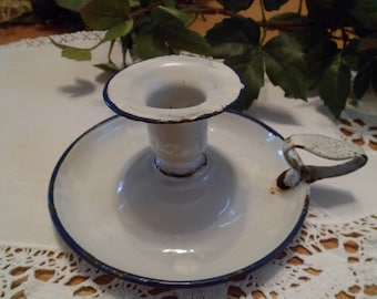 Candlestick enamelled white and line blue for a décoration romantic