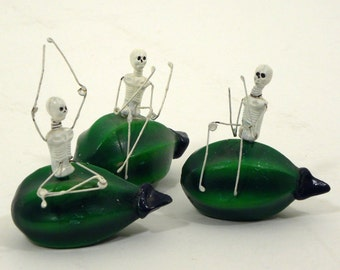 Vintage-Day-of-the-Dead-3pcs.-Mini Skeletons on Squash--1980s-Mexico Clay & Wire-Halloween