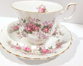 antique queen anne tea cup and saucer english by. Black Bedroom Furniture Sets. Home Design Ideas