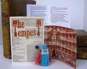 Miranda. Tempest. Shakespeare. O Brave New World. William Shakespeare gift box, knitted actor, folded stage, speech.