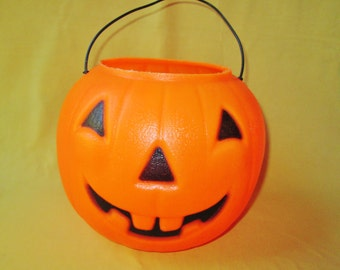 Halloween Pumpkin Trick or Treat Pail Bucket Blow Mold Vintage Large Plastic Pumpkin Candy Pail Bowl Halloween Holiday Party Home Decor