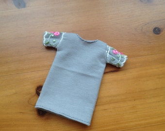 MOMOKO grey half sleeves T shirt by Jing's Crafts