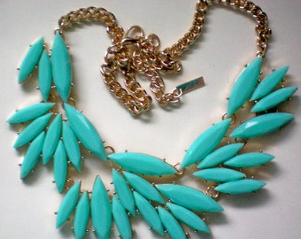 Turquoise Faceted Bold Plastic Necklace 4404