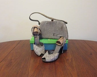 """SALE Vintage 1950s matched set purse 2"""" high heel shoes gray cream open toe ankle strap faux snakeskin"""