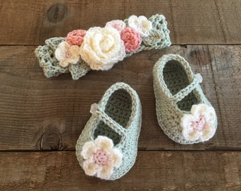 Crochet baby shoes and headband, flowered headband, baby booties, photo prop, baby gift, baby accessory