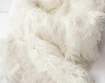 Curly Creamy White Alpaca Faux Fur, Newborn Baby Photo Prop, Flokati Look,