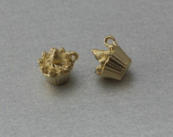 Cup Cake Pewter Pendant . Matte Gold Plated . 10 Pieces / C1224G-010