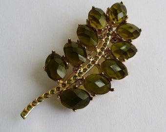 Cute Vintage Gold Tone Green Faceted Crystal Leaf Pin Brooch