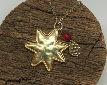 Vintage Gold Star Pendant Necklace with Charm