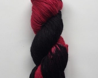 Hand Dyed Yarn | Hand Painted Yarn | 100% superwash merino wool | worsted weight  | 100 gr | Queen of Hearts