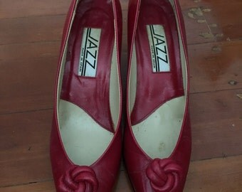 SALE! 1980s Cherry Red Leather Pumps ~ Sz 6.5 US