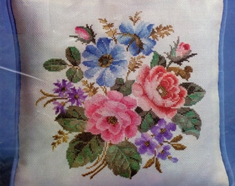 New Vintage 1983 Bernat Counted Cross Stitch Pillow Kit Garden Flowers Helen Burgess H04053