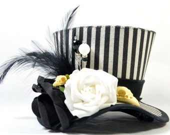 Steampunk mini Hat - stripes - black and white - bird skull + roses - Fascinators - headpiece