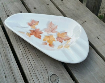 Maple leaf candy dish ashtray, cyanamid melmac, made in Canada