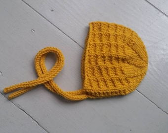 Baby hand knitted bonnet in mustard yellow/ cute autumn hat for newborn/ knit textured hat/ photo prop