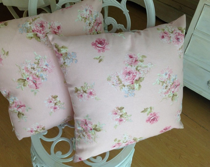 Decorative pillow with roses
