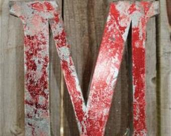 Medium vintage style 3D red letter M