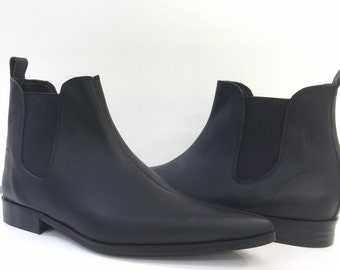 Low Chelsea boots in Black Leather