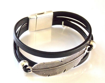 Silver Zamak Metal Feather and Leather Bracelet, Magnetic Clasp, (Created in the Spanish Uno de 50 Style)