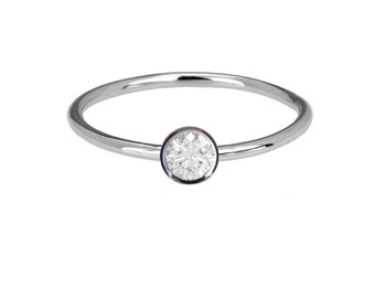 Diamond solitaire ring, 14k gold