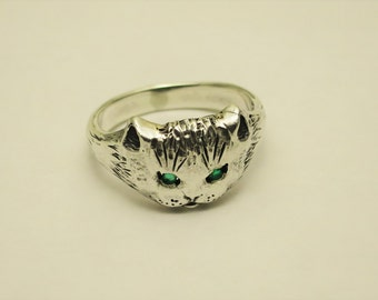 kitty sterling silver ring with natural emerald eyes