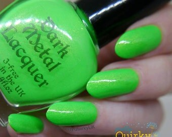 Traveller in Time - Neon green nail polish (11ml)