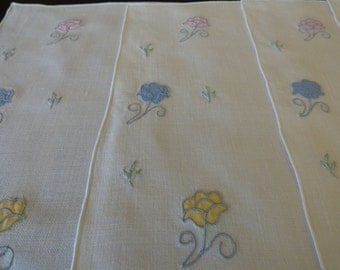 4 Vintage Cream Linen Place Mats & Napkins, Mid-Century, Pastel Flower Appliques, Unused, Charming!