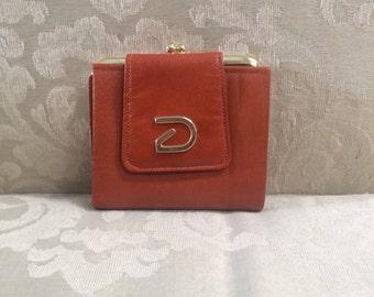Vintage Wallet, Buxton Wallets, Leather Wallets, Women's Wallet, Kiss Lock Wallet, Buxton, Saddle Wallet, Vintage Wallets, Billfold Wallets