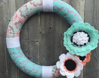 Felt Flower Wreath, Shabby Chic Wreath, Flower Wreath, Floral Wreath, Summer Wreath, Door Decor, Year Round Wreath, Fabric Wreath, Yarn