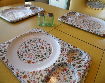 Set of 3 Plastic School Cafeteria Lunch Trays, Flowered Snack Trays, TV Trays
