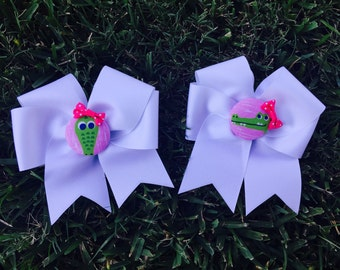 White grosgrain Alligator hairbow