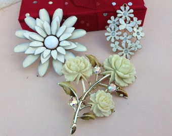 Beautiful White Flower Brooches and Pendent
