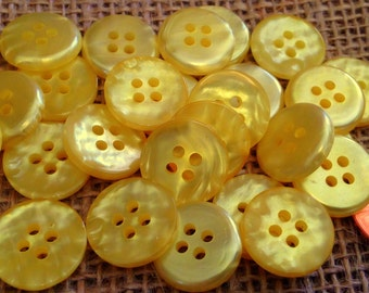 """Lot of 24 Yellow Pearlized Plastic Buttons 5/8"""" 15.5mm # 7364"""