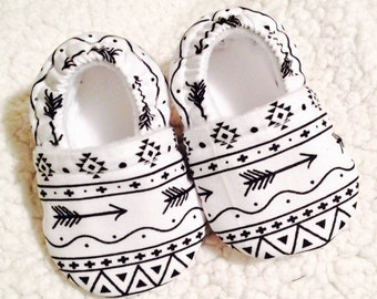 Baby booties tribal stripe with arrow (prints may vary), Crib shoes, Baby shoes, baby gift