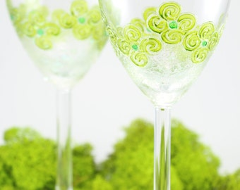 Painted Wine Glasses, Green Wine Glasses, Green Flowers, Gifts For The Couple, Wedding Gift, Garden Wedding, Garden Party, Outdoor Wedding