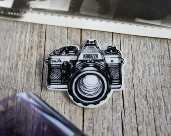 Camera Brooch,Photography Accessory,Vintage Camera Pin,Hipster Badge,Camera Jewelry,Photographer Gift,Illustration Brooch,Plastic Brooch