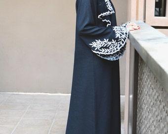 Abaya with White Leave-Shaped Embroidery; Everyday Elegance Abaya; Arabic Abaya Dress