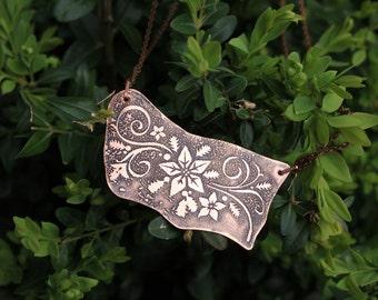 Flower necklace - Rustic necklace - Copper necklace - Etched necklace - Oxidized copper pendant - Copper jewelry - Vintage necklace