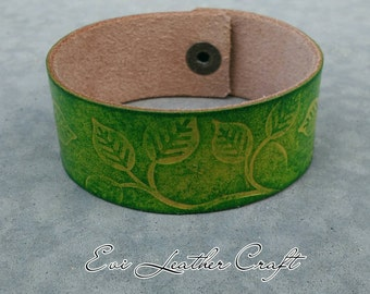 26 mm green Leather bracelet with leaf ornament /041/ hand tooled leather cuff / leather wristband / green and yellow, leather jewellery