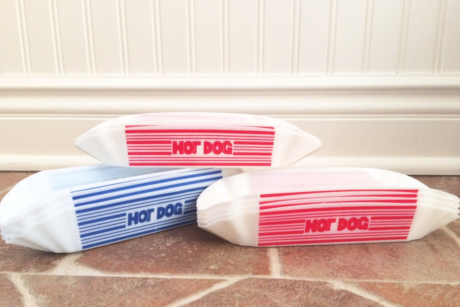Serve delicious hamburgers, hot dogs, barbecue, fries, and more with these paper food trays! With a variety of sizes and patterns from which to choose, our selection of disposable food trays is perfect for any food service location, and since they're simply thrown away after being used, cleanup is .