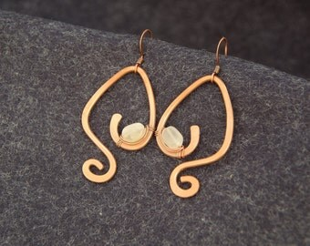 Wire Dangle Copper Earrings. Moonstone beads. Hammered earrings.