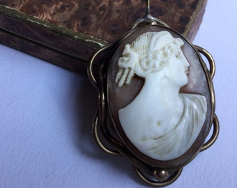 Victorian cameo pendant in pinchbeck frame, victorian jewels, antique Victorian cameo Pendant jewels-gilt frame, antique jewelry